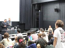 若い人と自分のために大学で教え続ける