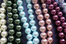 母の実家は、奈良で初めて模造真珠を作り、海外に輸出をしているメーカー